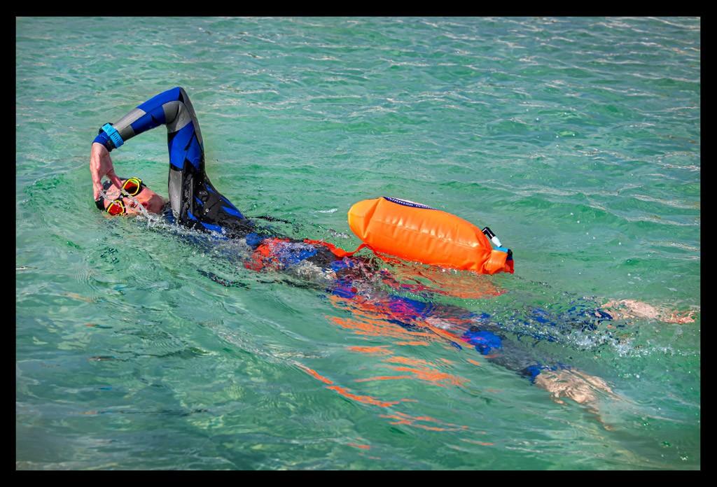 Triathlon Freiwassertraining im Neoprenanzug mit Boje