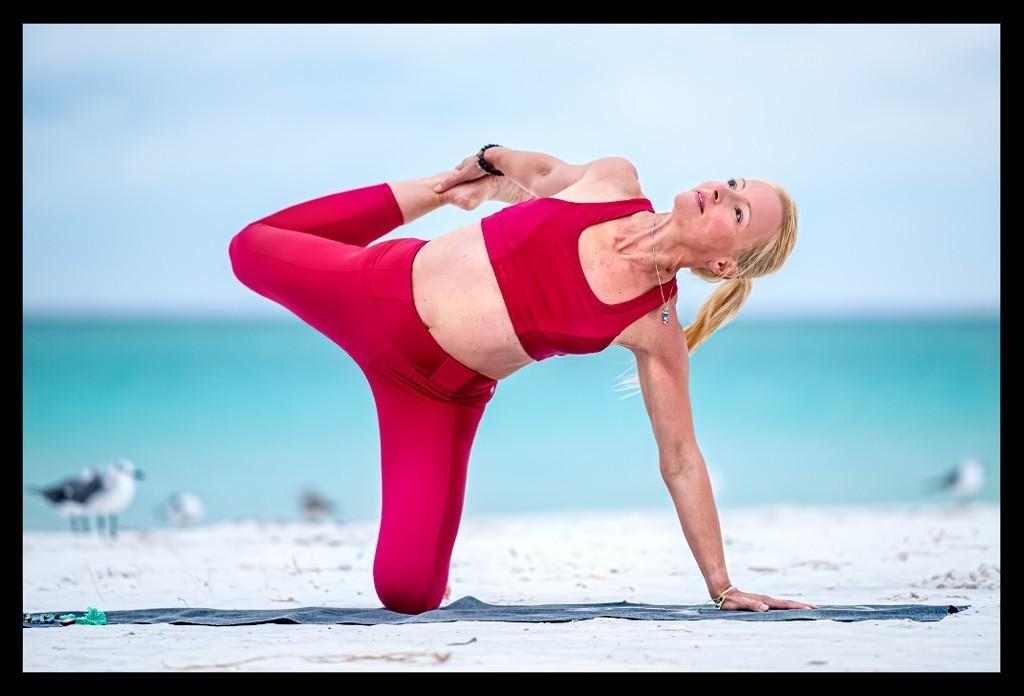 Yoga Ardha Chandrasana Half Moon Core Stability Herzöffner