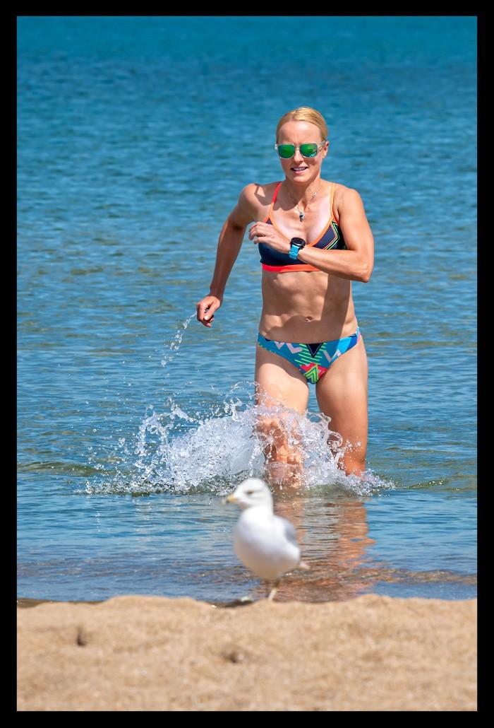 Fitness Triathlon Influencer Swim Training Chicago Berlin on the beach