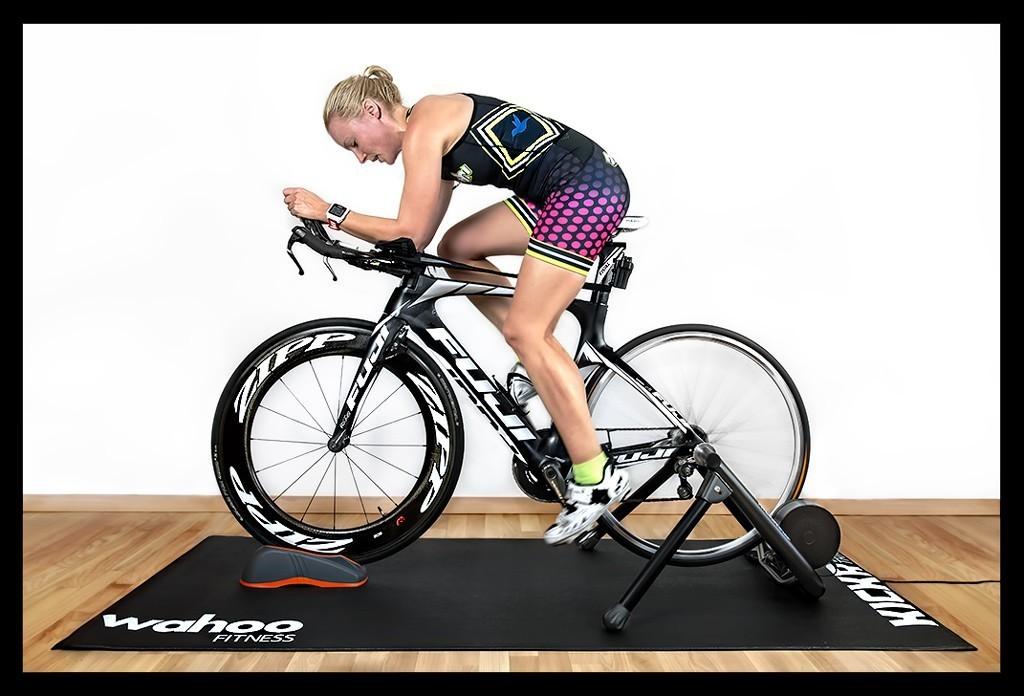 Indoor Rollentraining Triathlon Tipps mit Wahoo Kickr