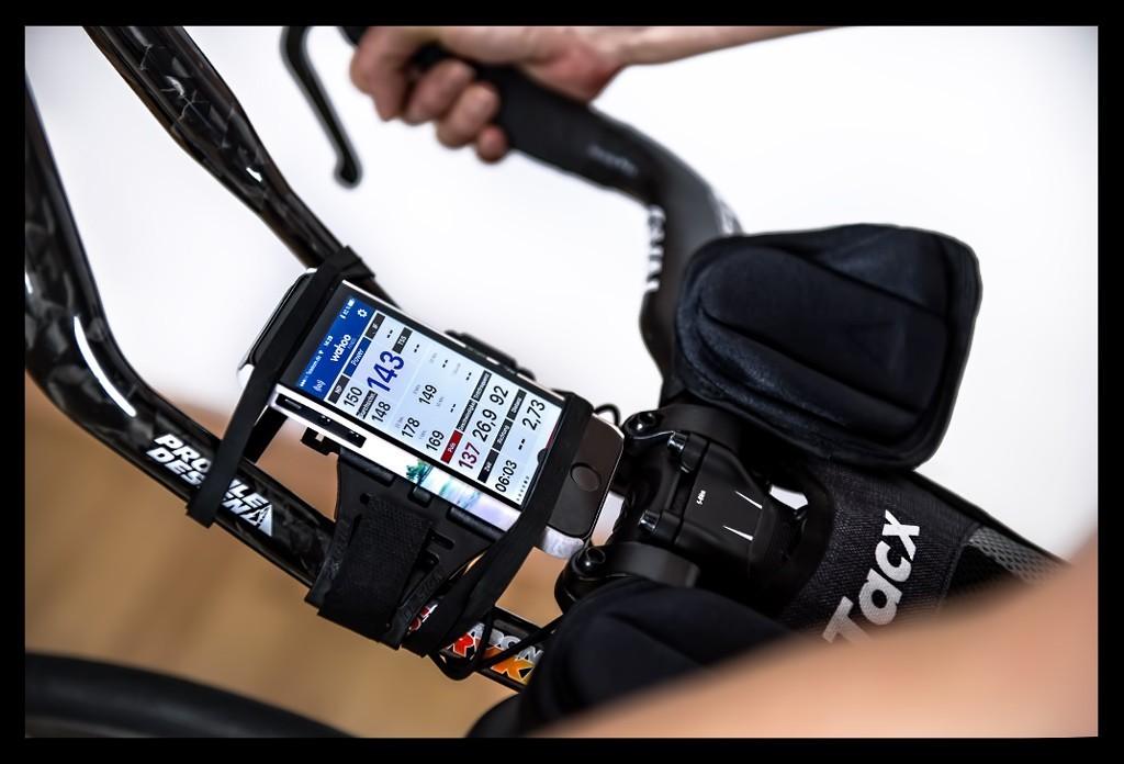 Indoor Radtraining mit Triathlon Rollentrainer Wahoo Kickr