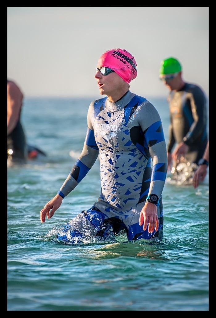 Ironman Florida Triathletin in Panama City Beach am Strand Beach Schwimmen Swimming
