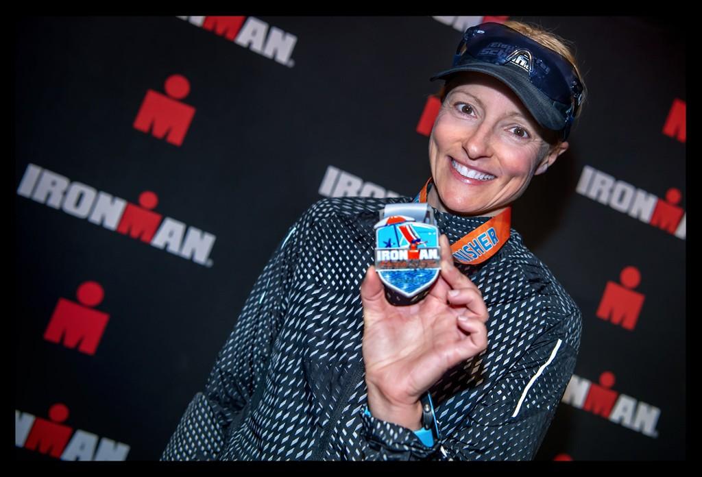 Ironman Florida 2019 Athleten Zieleinlauf Finishline Medaille