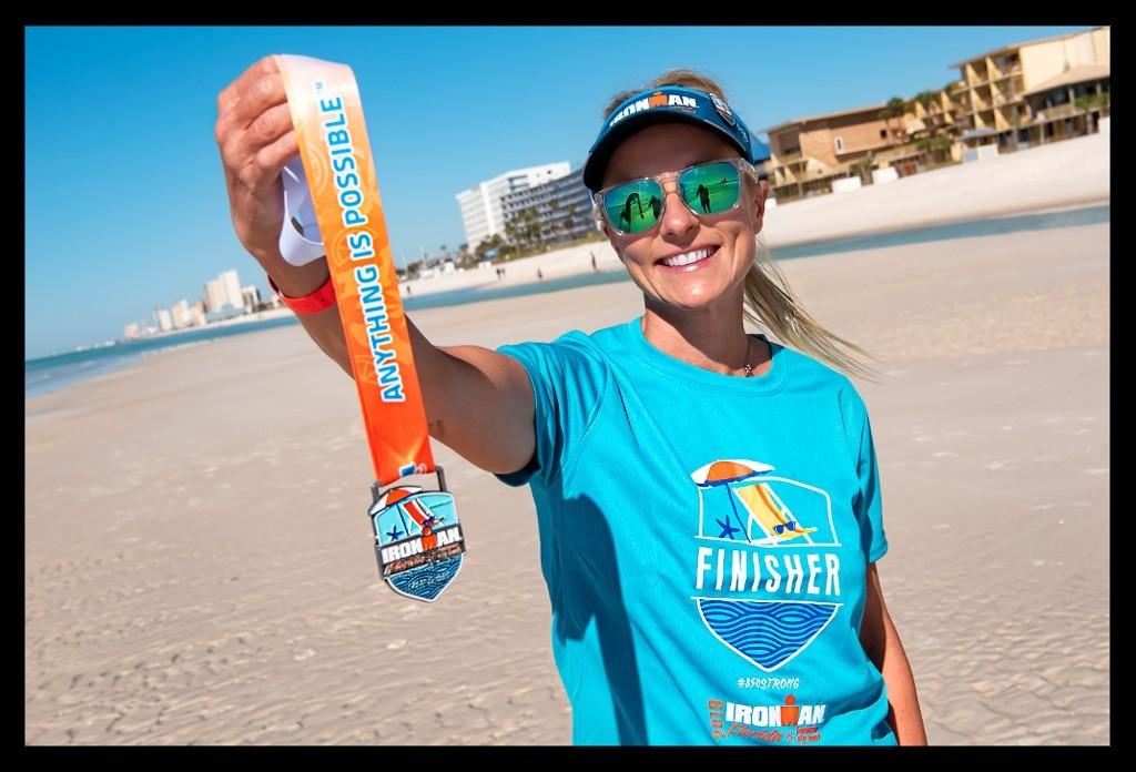 Ironman Florida Panama City Beach Strand Athletin mit Medaille