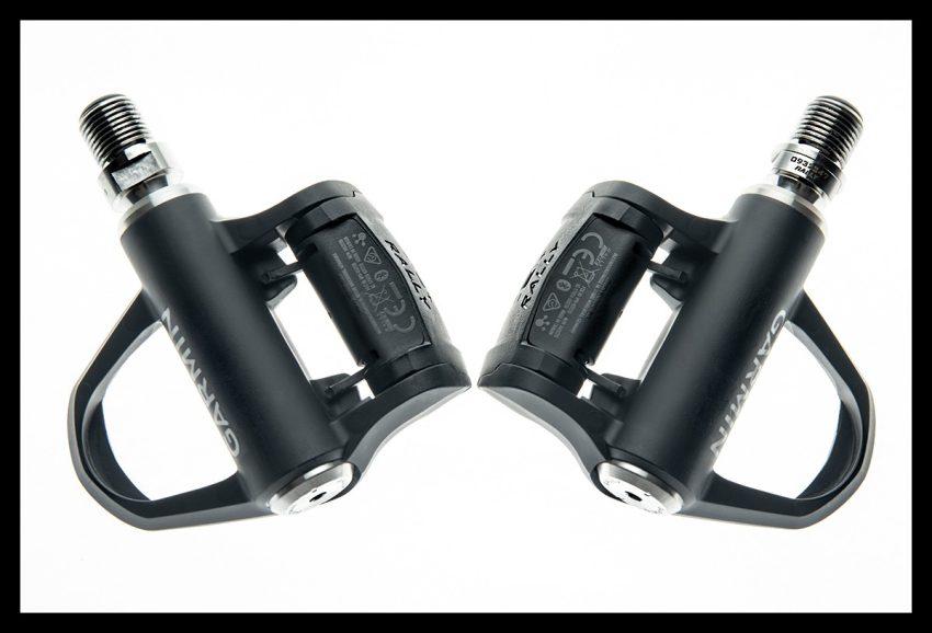 Garmin Rally Wattmess Pedalsystem Pedale Set auf weißem Hintergrund