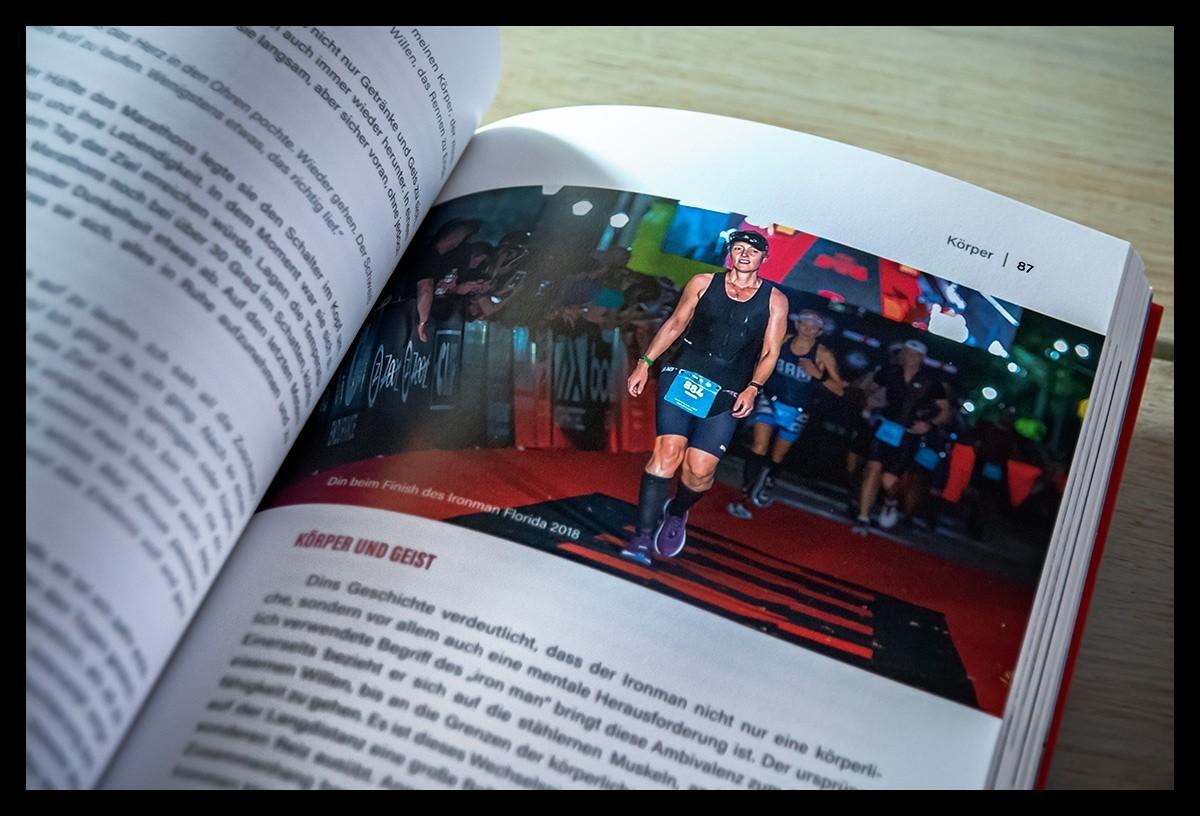 Triathletin und Bloggerin Nadin beim Ironman Langdistanz Finish ins Florida auf der Ziellinie