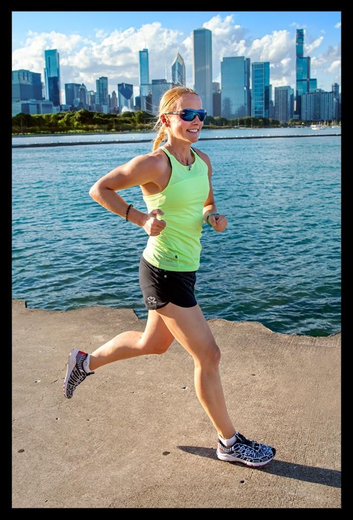 Bloggerin und Triathletin Nadin laufend am Lake Michigan in Chicago Laufen Tipps Reiseblog