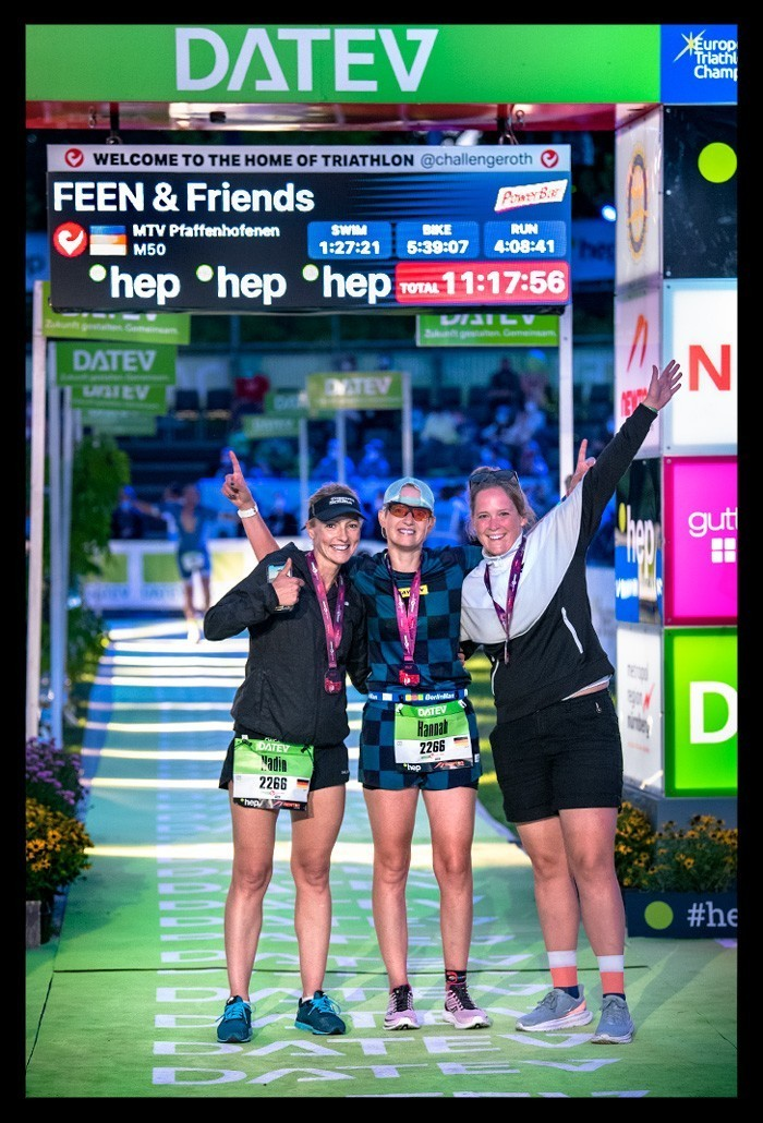 Challenge Roth Triathlon Staffel Finishline Zieleinlauf Frauenstaffel